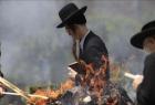مستوطنون يحرقون عددًا من سيارات المقدسيين في بلدة سلواد - فيديو