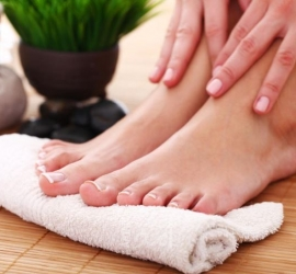 علامات على قدميك ولسانك تشير إلى انخفاض مستويات فيتامين ب 12