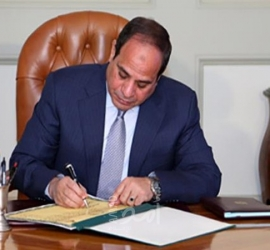 """الرئيس """"السيسي"""" يصادق على قانون فصل الإخوان من وظائفهم - تفاصيل"""