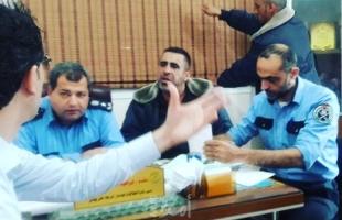 """مركز شرطة خان يونس المدينة يُفرج عن """"29"""" نزيلاً من الغارمين"""