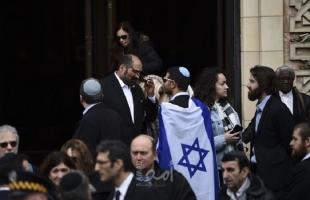 بالفيديو.. شاهد: يهود متشددون يعتدون على شاب من طائفتهم والسبب غريب