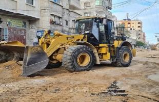 غزة: البدء بإعادة إعمار ما خلفه القصف  للشارع الرئيسي لمخيم المغازي